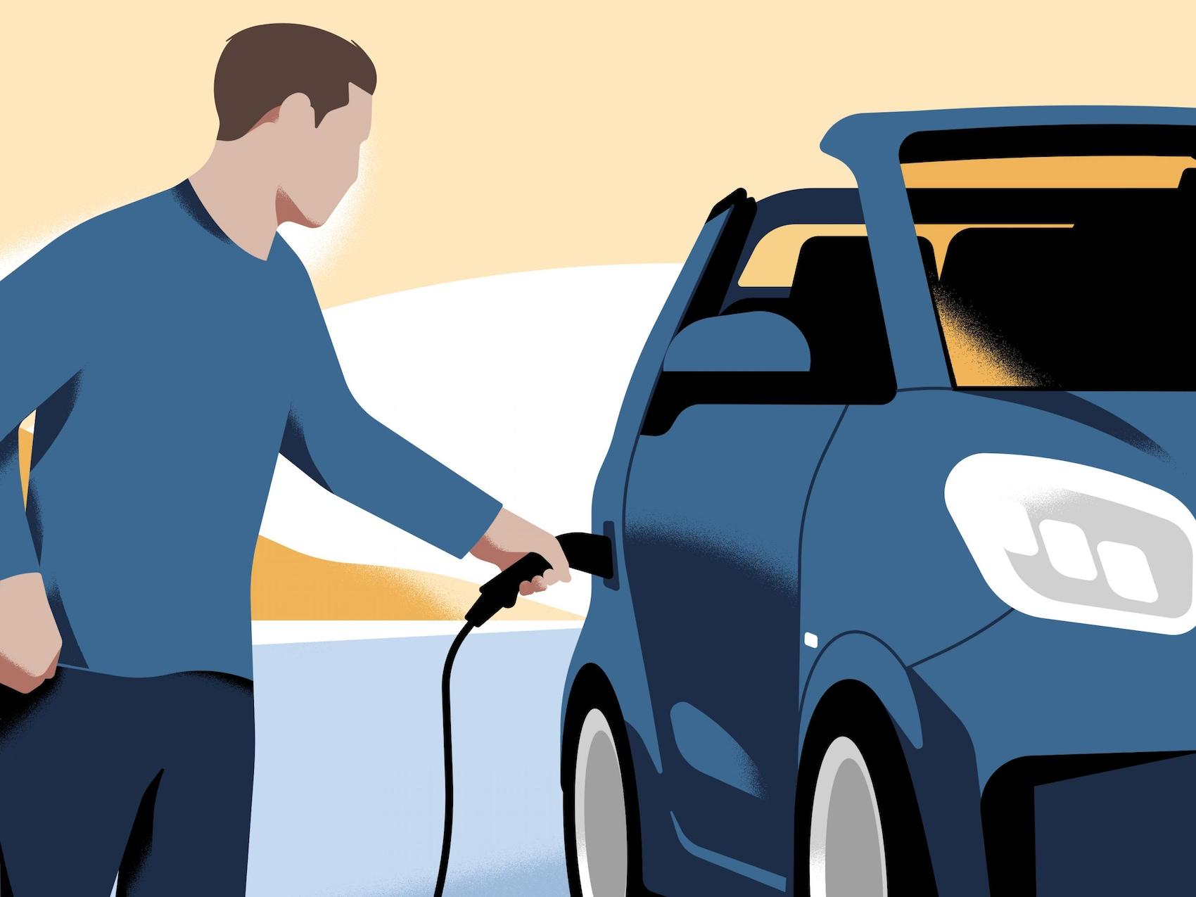 Moški, ki polni svoje vozilo smart EQ fortwo.