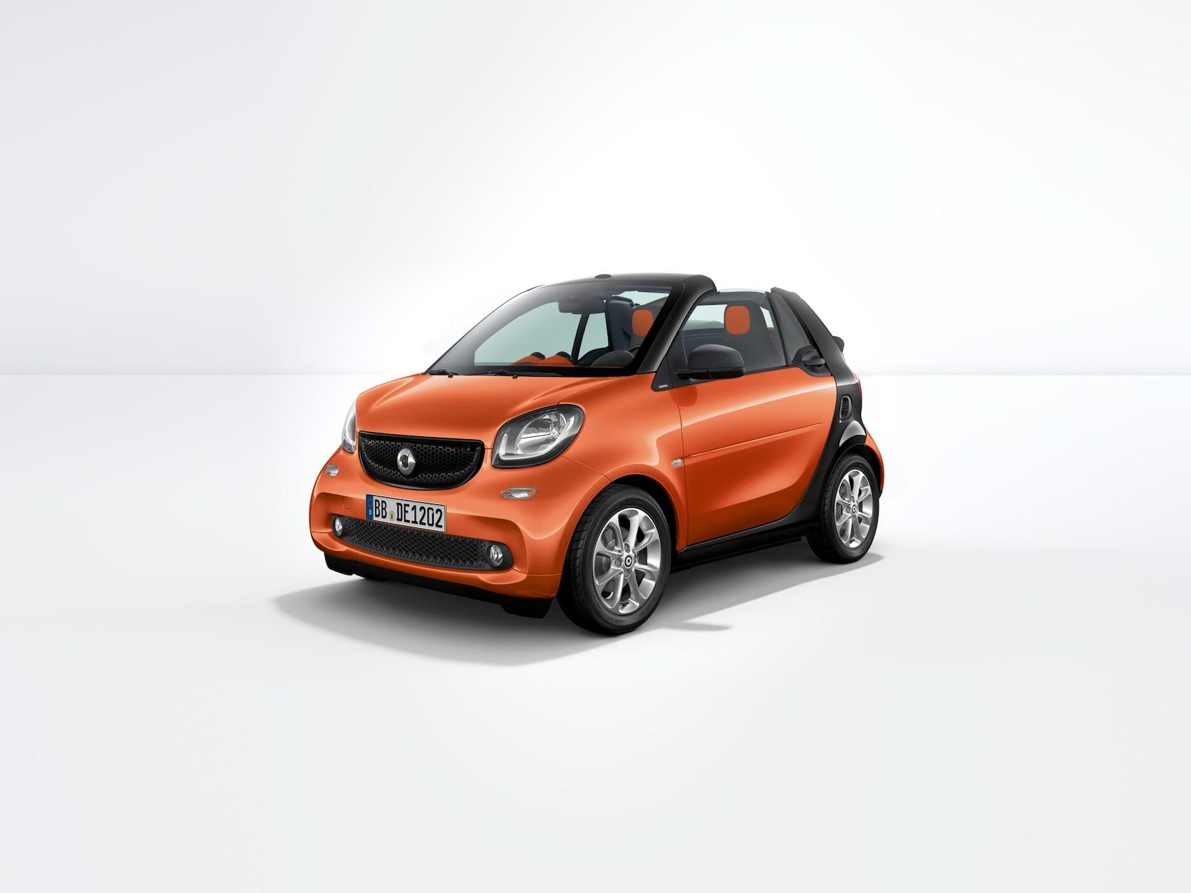 smart fortwo passion von vorne mit Blick auf die Beifahrerseite.