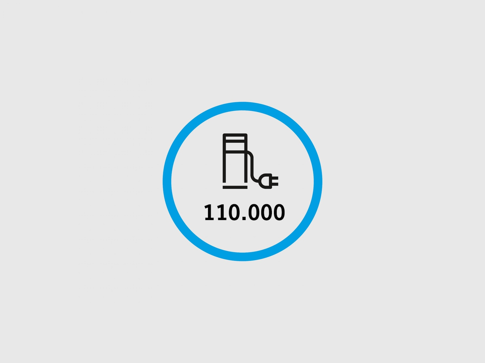 Blauer Kreis in dem das Plugsurfing Logo und darunter 80.000 abgebildet ist.