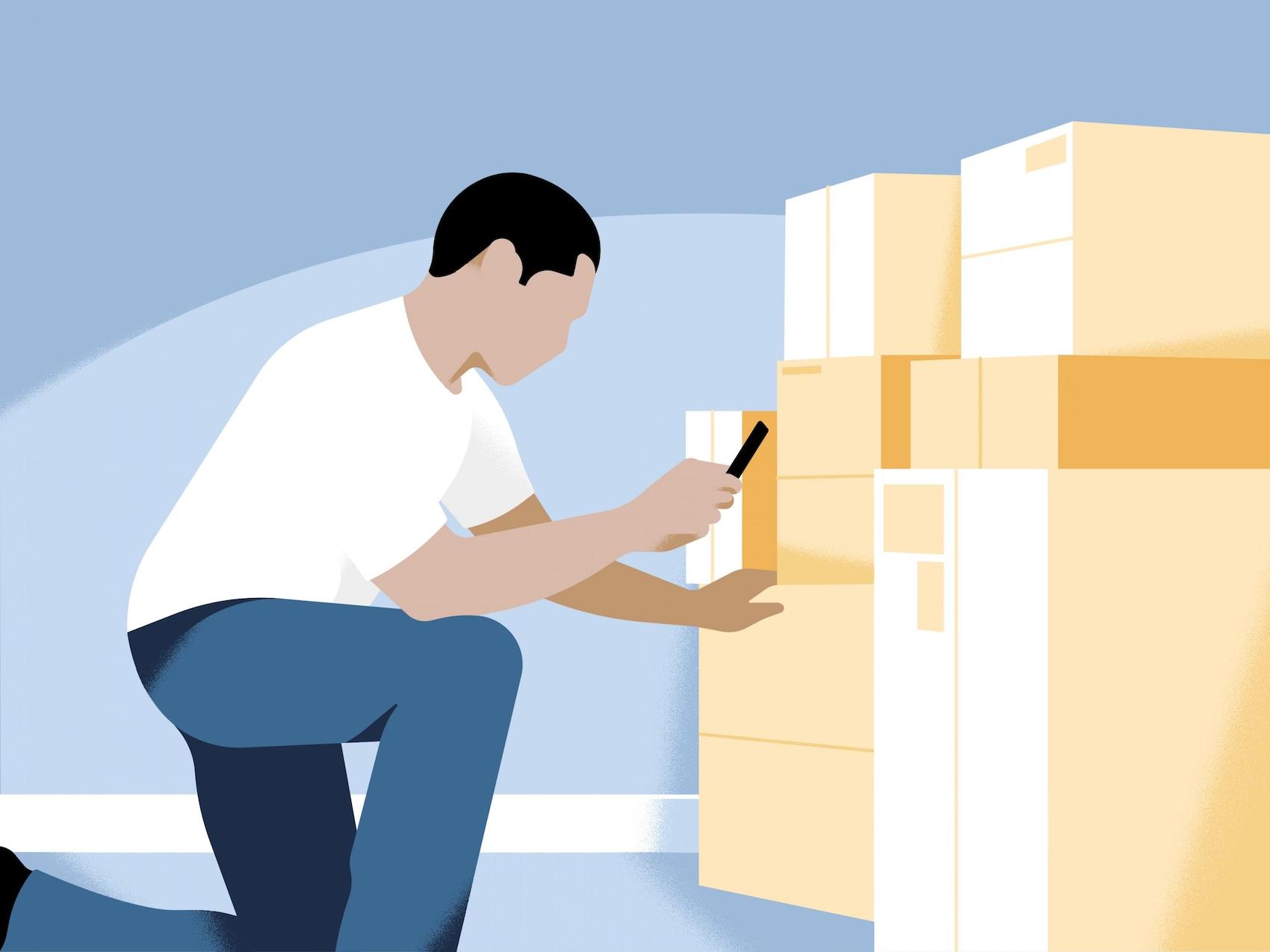L'homme scanne des codes-barres sur des paquets