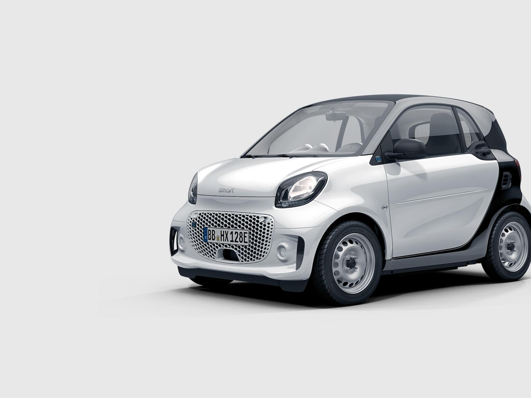 Ein smart forfour mit Blick auf die Front und den Seitenflügel.
