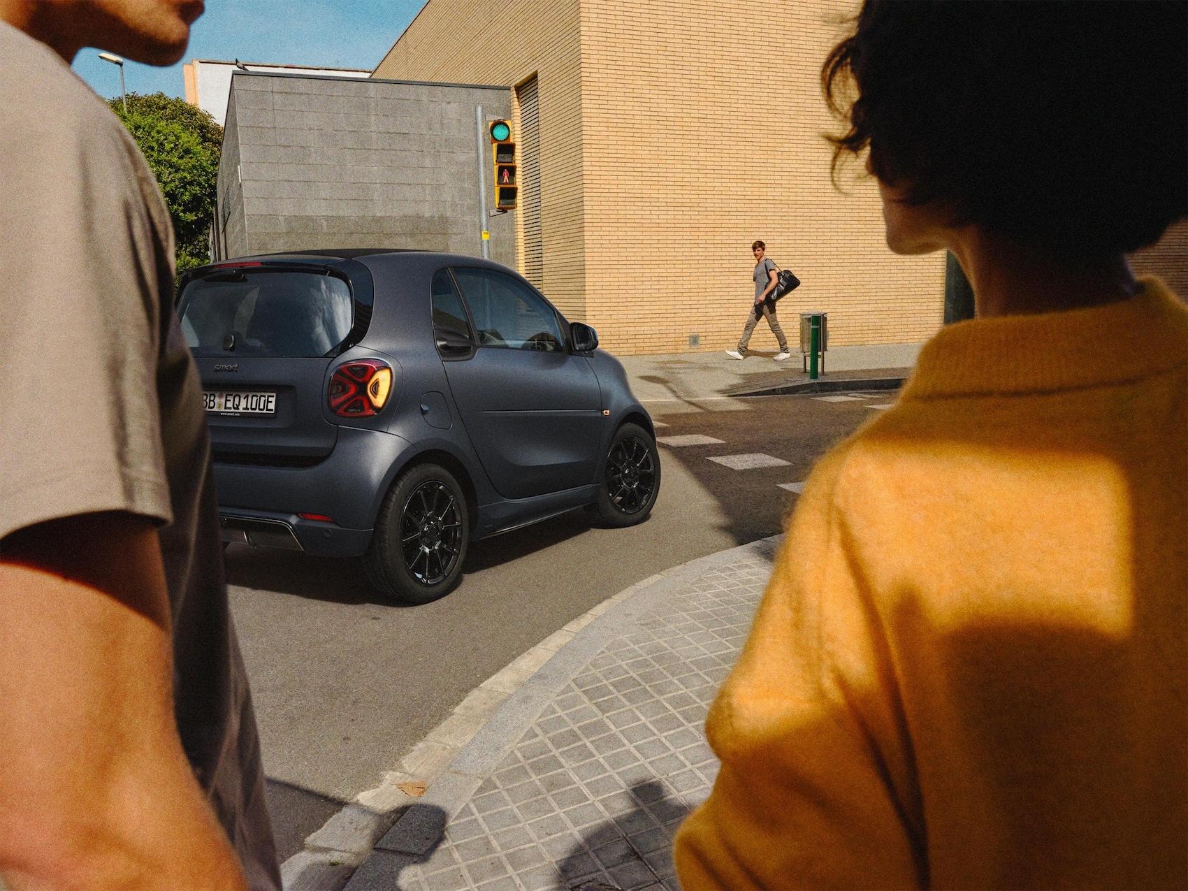 smart EQ fortwo coupé - edition bluedawn profil