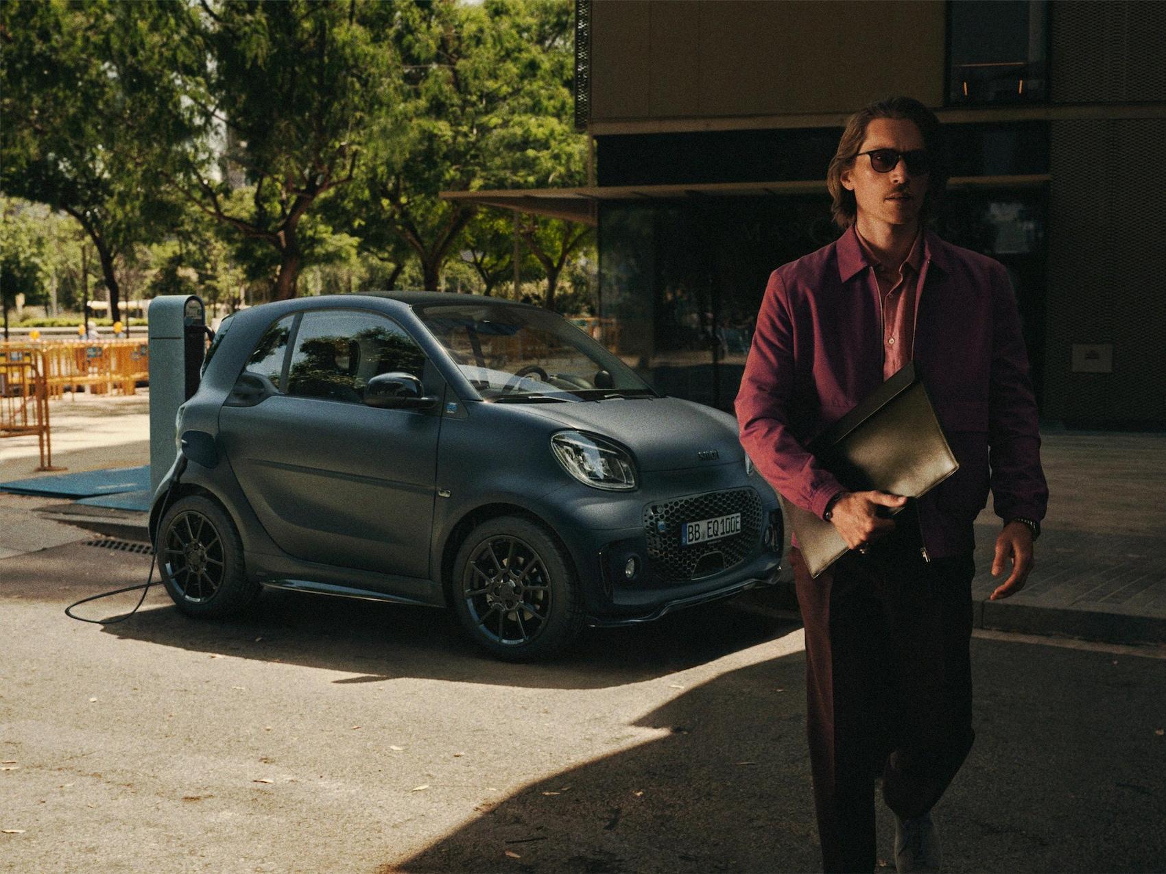 smart EQ fortwo coupé - edition bluedawn vue latérale